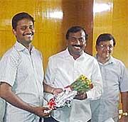 https://static.upscportal.com/images/Varun-Kumar-IAS.jpg